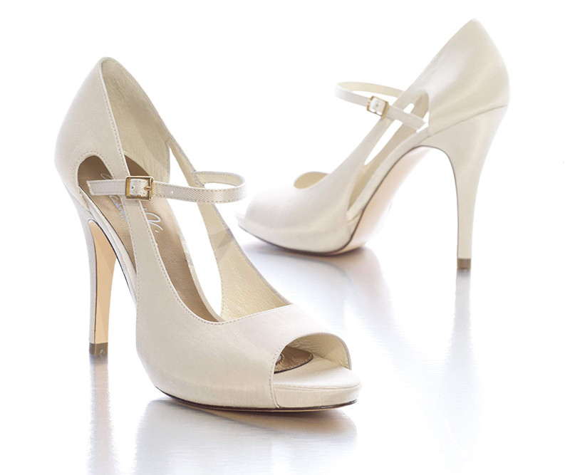 Scarpe Modello Chanel Sposa.Abiti Da Sposa Su Misura A Roma
