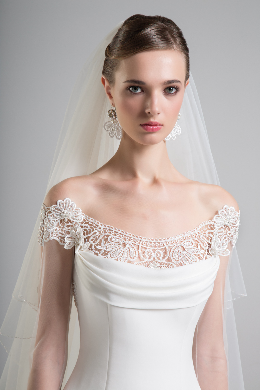 b2b4c2815889 Nell atelier di abiti da sposa di Anna Tumas a Roma vengono realizzati  anche altri accessori da sposa come  borsette