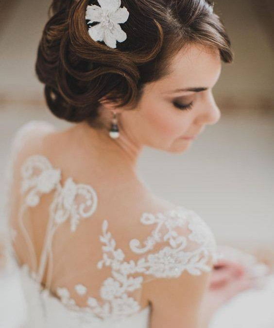 Come scegliere gli accessori per capelli sposa in base al vestito  fb1cf846ccbd
