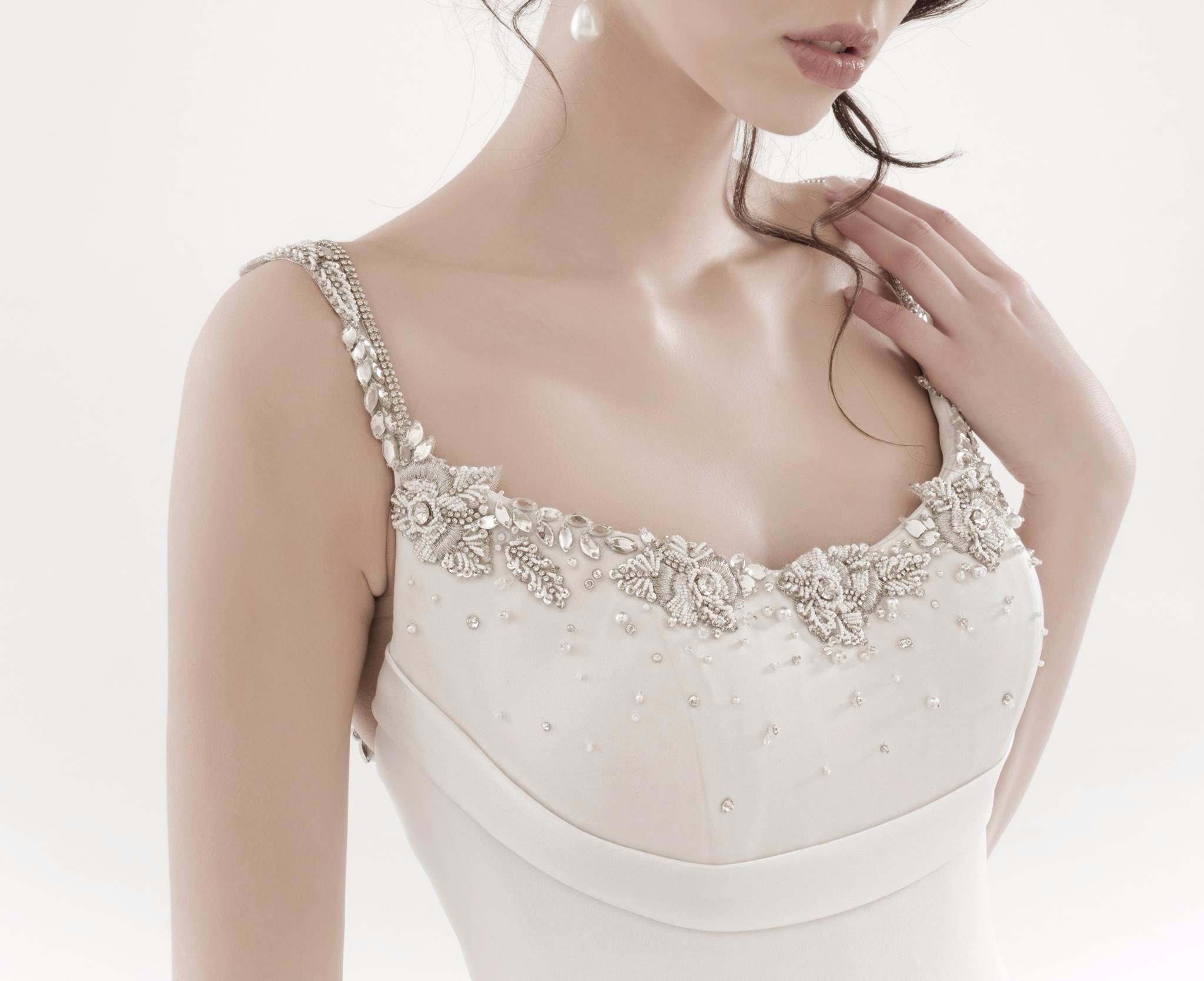 abito da sposa con corpetto liscio