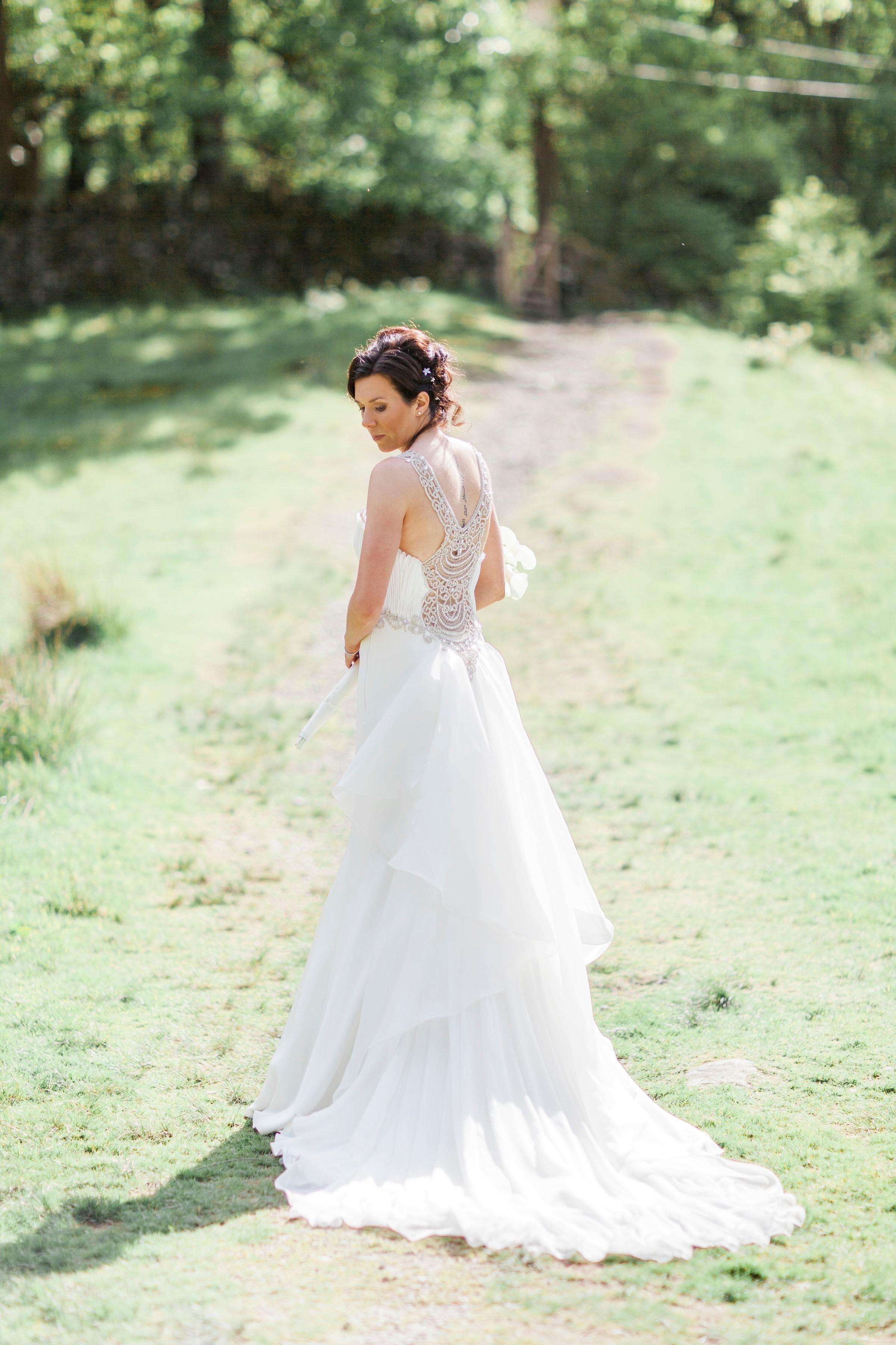 32925a66ead2 Abiti da sposa particolari  lo stile Anna Tumas conquista il Regno ...