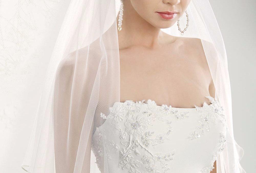 Abiti da sposa per donne basse  come apparire più slanciata  f94fd20d3ad6